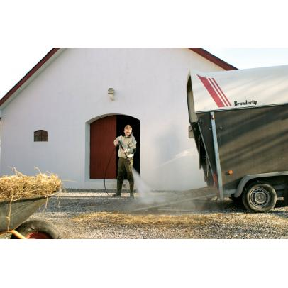 Consumer_horsetrailer_01-ps-FrontendVeryLarge-OLUCLM